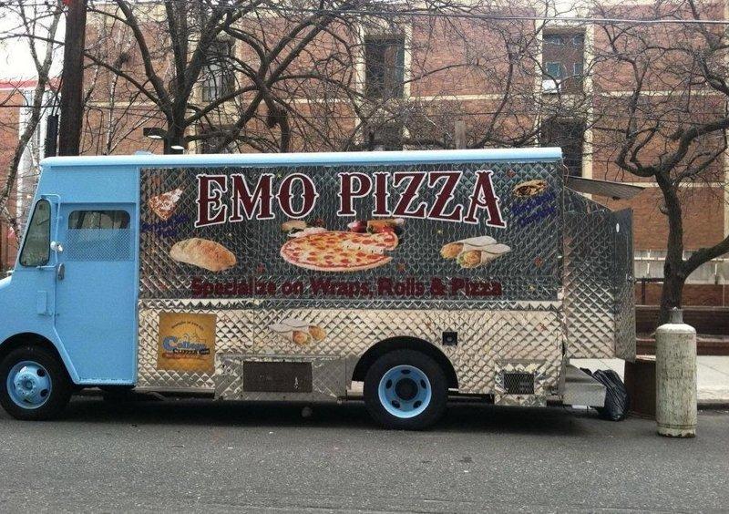 Эмо-пицца - пицца, которая режет сама себя 2007, 2007 год, молодёжные субкультуры, прикол, субкультуры, эмо, юмор