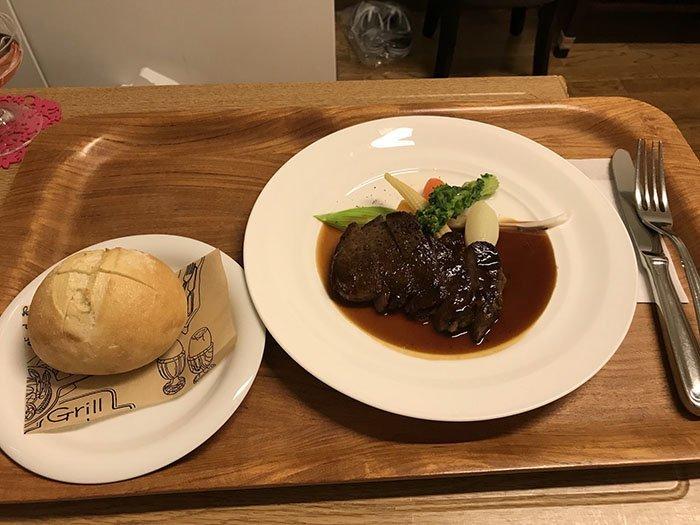 Праздничный ужин в честь рождения ребенка: основное блюдо (стейк!) блюдо, еда, пища, родильный дом, роженица, фото, япония