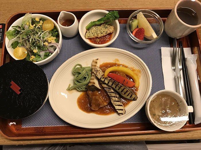 Ужин после операции  блюдо, еда, пища, родильный дом, роженица, фото, япония