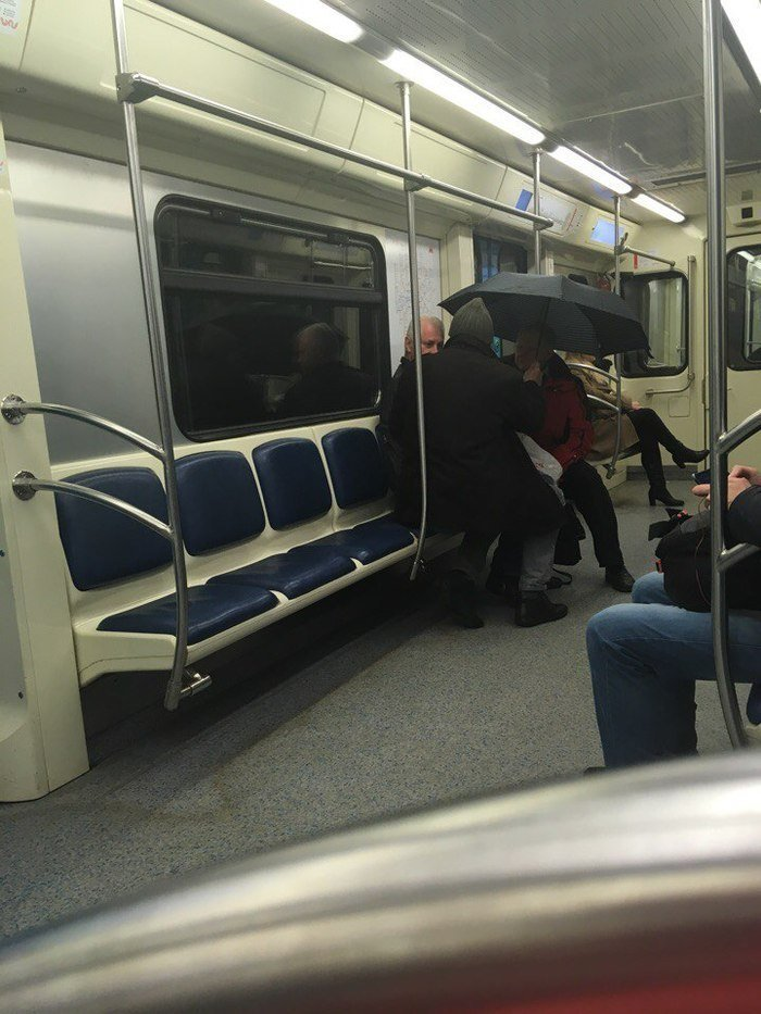 Кого только не встретишь в метро wtf, на своей волне, прикол, своя атмосфера, что здесь происходит?, юмор