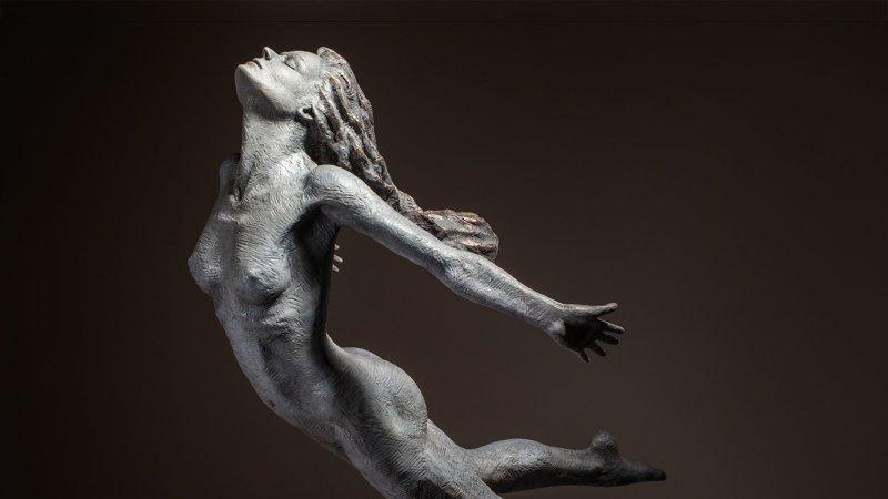 Ян Эдвардс известен своей необычной манерой - он изображает людей в движении интересное, искусство, красота, лица, скульптура, талант
