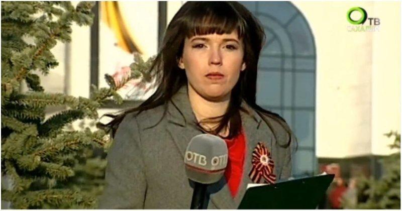 Сахалинская телеведущая не успела снять куртку во время прямого эфира с Дня Победы видео, день победы, казус, праздник, прикол, прямая трансляция, телеведущая