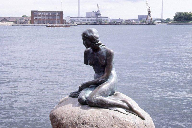 Самый многострадальный памятник в мире многострадальный, памятник, русалочка