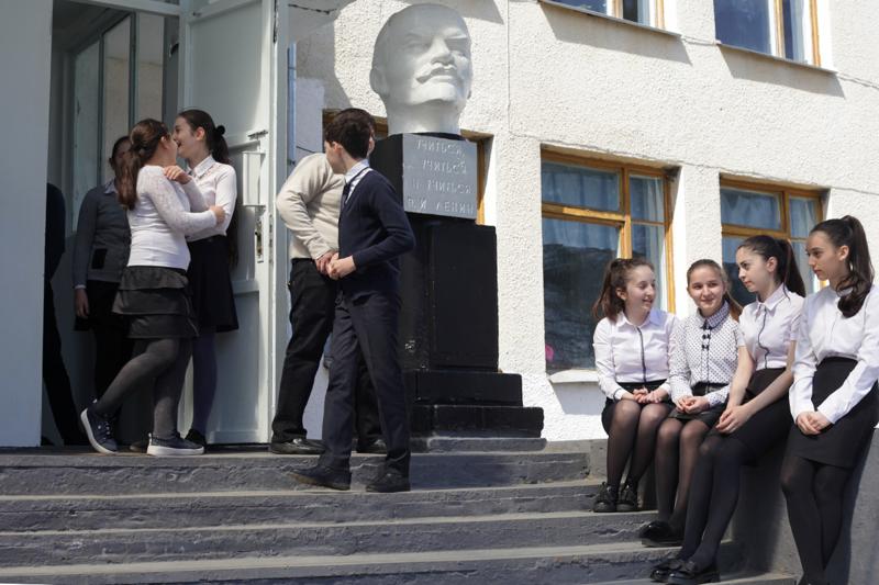 На пятерых учеников — один учитель истории, кавказ, школа