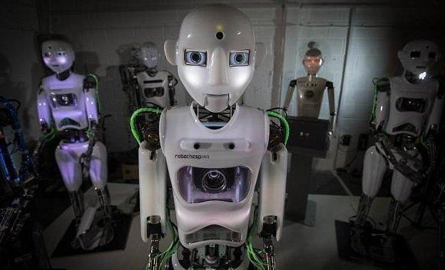 Его рост - 1,75 м великобритания, лаборатория, мир, наука, робот, технологии, фото
