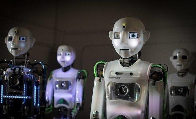 SociBot-Mini представляет собой торс с электронной головой, он также способен выполнять функции автоматизированного электронного помощника великобритания, лаборатория, мир, наука, робот, технологии, фото