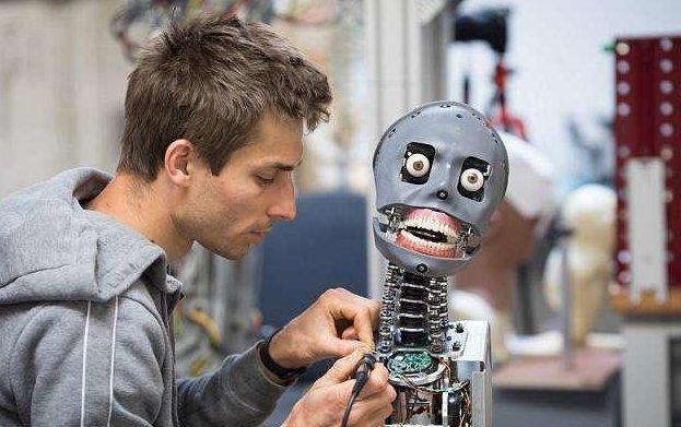 Робот SociBot предназначен для работы в аэропортах, научных центрах, тематических парках и аттракционах  великобритания, лаборатория, мир, наука, робот, технологии, фото