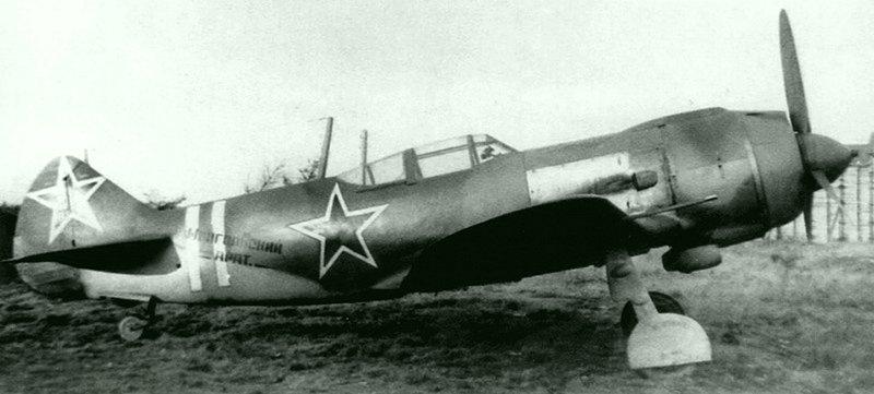 Истребитель Ла-5Ф из эскадрильи «Монгольский арат» во время испытаний в НИИ ВВС. Самолеты для этой эскадрильи были построены в августе 1943 года на пожертвования монгольских животноводов (аратов).  Великая Отечественная Война, СССР, история, монголия