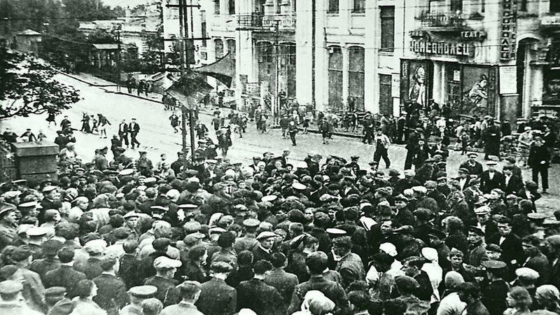 Жители Владивостока слушают сообщение о начале войны Великая Отечественная Война, СССР, история, монголия