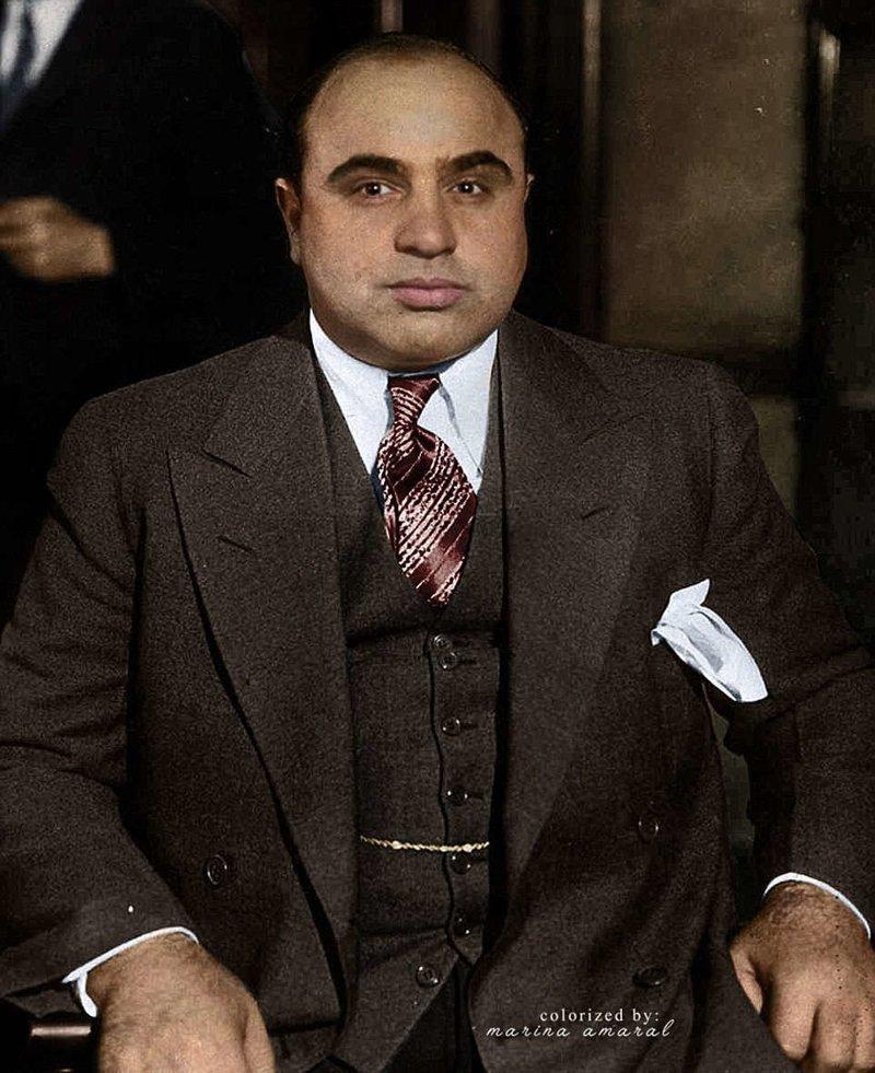 Знаменитый американский гангстер Альфонсо Габриэль «Аль» Капоне, прославившийся во время действия Сухого закона в США как основатель и босс мафии Чикаго. история, люди, события 20 века