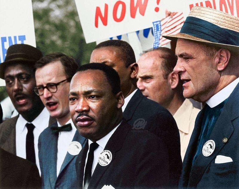 Мартин Лютер Кинг и активист Мэтью Ахманн во время Марша на Вашингтон за гражданские права. Август 1963 года. история, люди, события 20 века