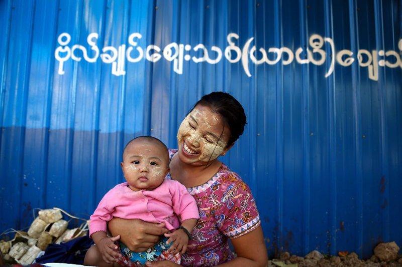 Рангун, Мьянма, 2014 мамы, материнская любовь, мать и дитя, путешествия, трогательно, фото, фотомир, фотоочерки
