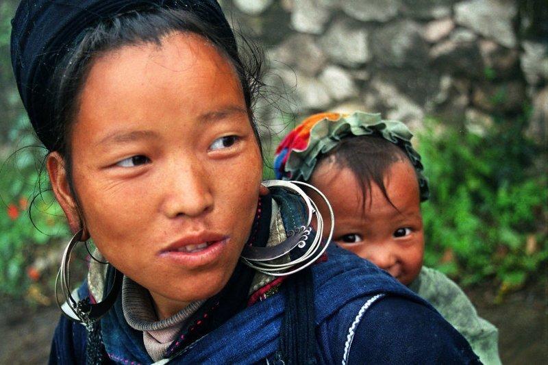 Сапа, Вьетнам, 2001 мамы, материнская любовь, мать и дитя, путешествия, трогательно, фото, фотомир, фотоочерки