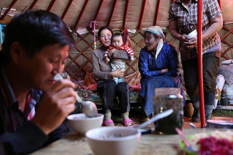 Монголия, 2014 мамы, материнская любовь, мать и дитя, путешествия, трогательно, фото, фотомир, фотоочерки