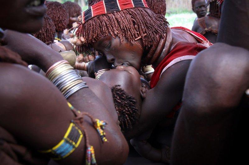 Турми, Эфиопия, 2011 мамы, материнская любовь, мать и дитя, путешествия, трогательно, фото, фотомир, фотоочерки