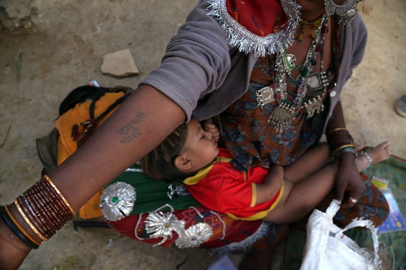 Джайсалмер, Индия, 2013 мамы, материнская любовь, мать и дитя, путешествия, трогательно, фото, фотомир, фотоочерки
