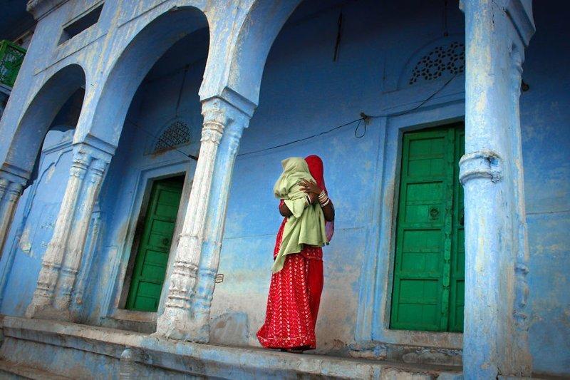 Пушкар, Индия, 2010 мамы, материнская любовь, мать и дитя, путешествия, трогательно, фото, фотомир, фотоочерки