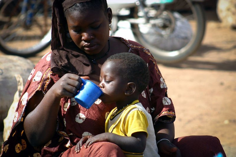 Сегу, Мали, 2007 мамы, материнская любовь, мать и дитя, путешествия, трогательно, фото, фотомир, фотоочерки