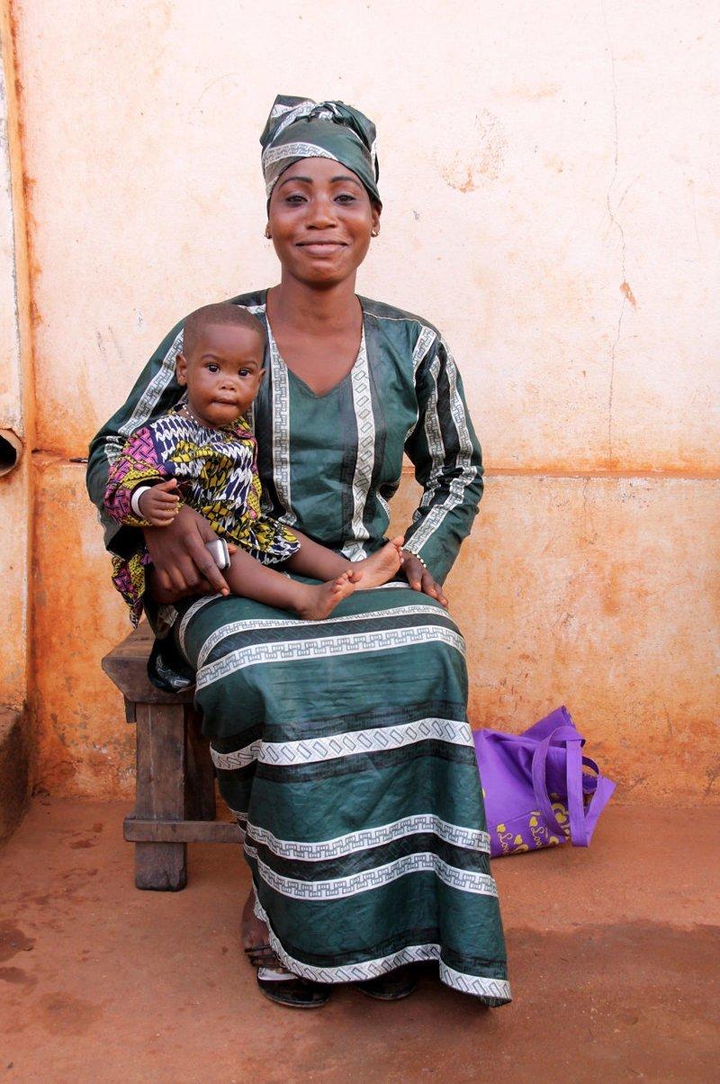 Порто-Ново, Бенин, 2009 мамы, материнская любовь, мать и дитя, путешествия, трогательно, фото, фотомир, фотоочерки