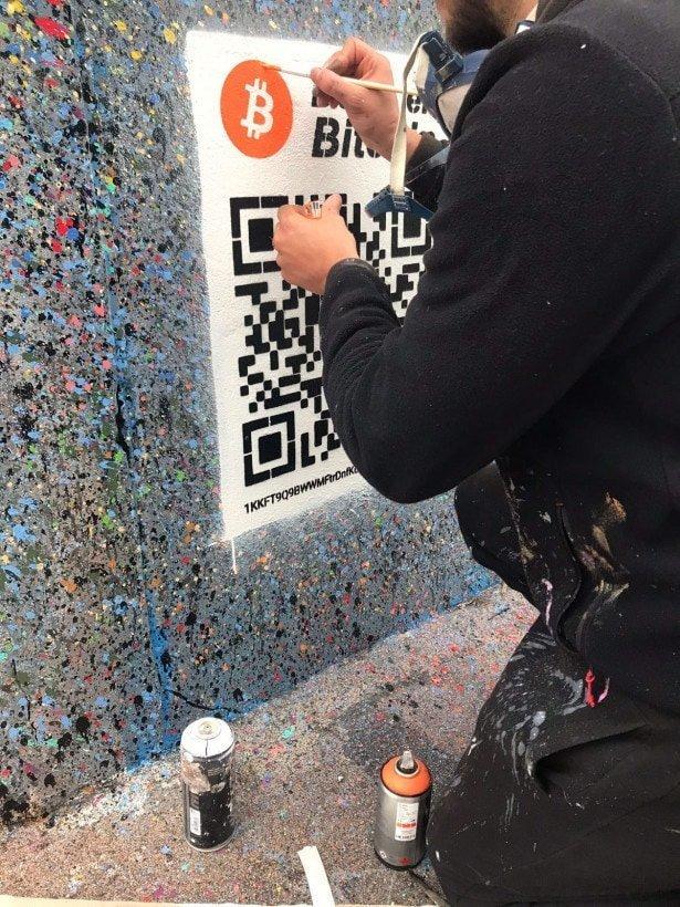 Тогда он не был уверен в том, что кто-то им воспользуется Хитрость, в мире, граффити, деньги, идея, люди, художник