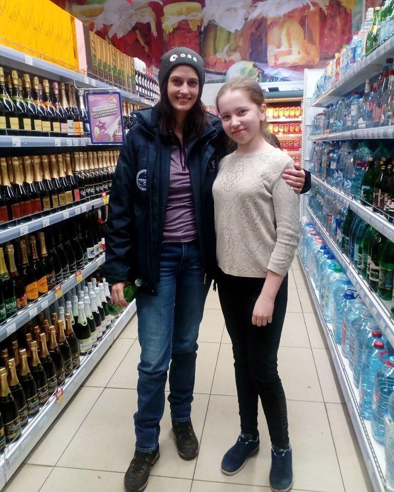 Ева Грин и Мэтт Диллон на фоне сухариков и алкоголя: что звезды забыли в подмосковном супермаркете? ynews, Ева Грин, звезды, новости