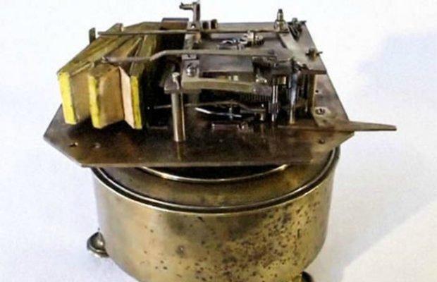 «Заводная канарейка» изобретение, история, предметы
