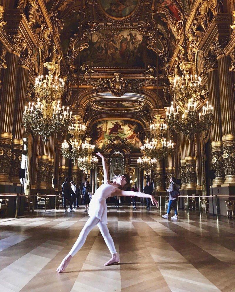 Балерина в музее день, животные, кадр, люди, мир, снимок, фото, фотоподборка