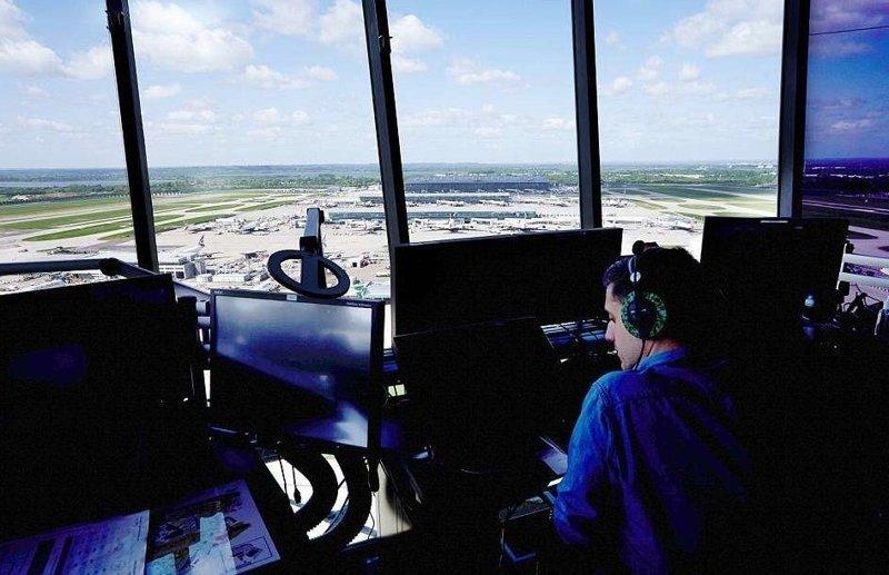 Диспетчерская вышка аэропорта Хитроу: взгляд изнутри Хитроу, авиадиспетчер, авиация, аэропорт, диспетчерская вышка, лондон, первым делом самолеты, секреты профессии