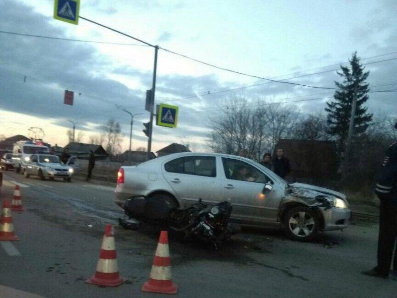 Авария дня.  Мотоциклист и его пассажирка серьезно пострадали в Нижнем Тагиле авария, авария дня, авто, авто авария, видео, дтп, мотоциклист, хруст
