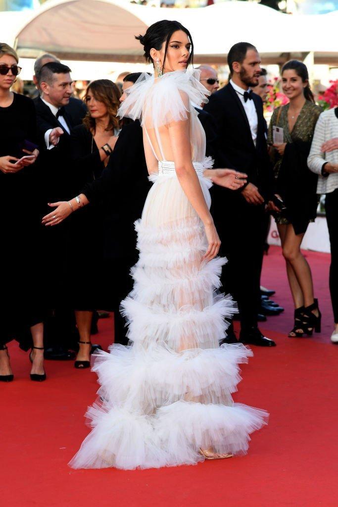 Кендалл Дженнер в платье потрясающей прозрачности шокировала Канны Кендалл Дженнер, канны, платье, прозрачность