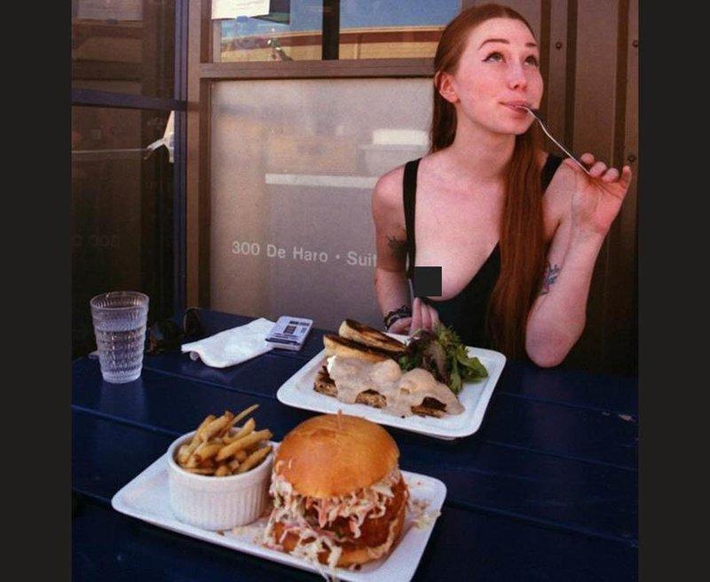 Новый тренд: девушки обнажают грудь в ресторане trend, грудь, девушки, мода, ресторан, флешмоб