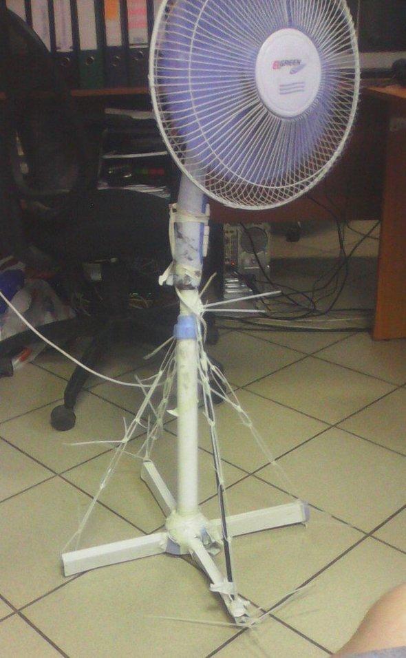 Возьмите упаковку стяжек... и можно не покупатьc новый вентилятор Лайфхак, кабельная стяжка, полезности, прикол, стяжка, хитрости