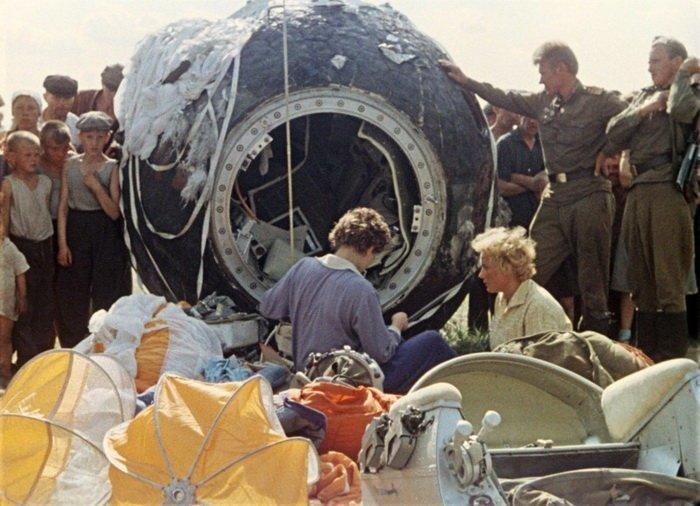 Первая женщина-космонавт Валентина Терешкова после приземления, Алтайский край, 1963 год СССР, история, фотографии