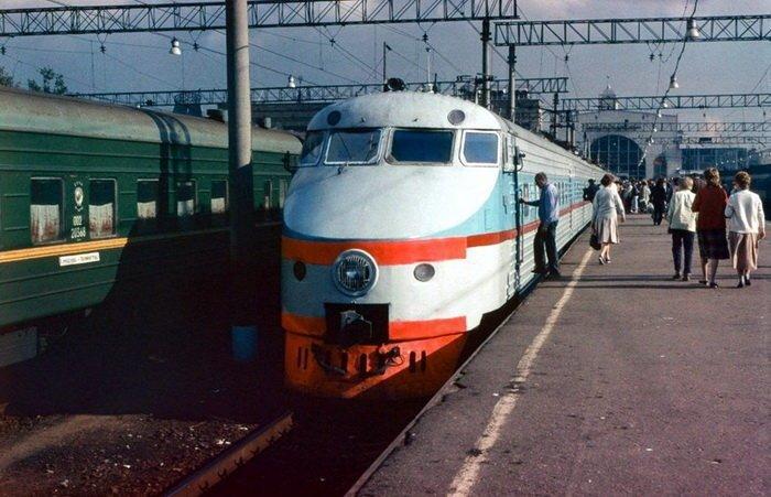 ЭР200 — советский скоростной электропоезд постоянного тока на Ленинградском вокзале в Москве, 1988 год СССР, история, фотографии
