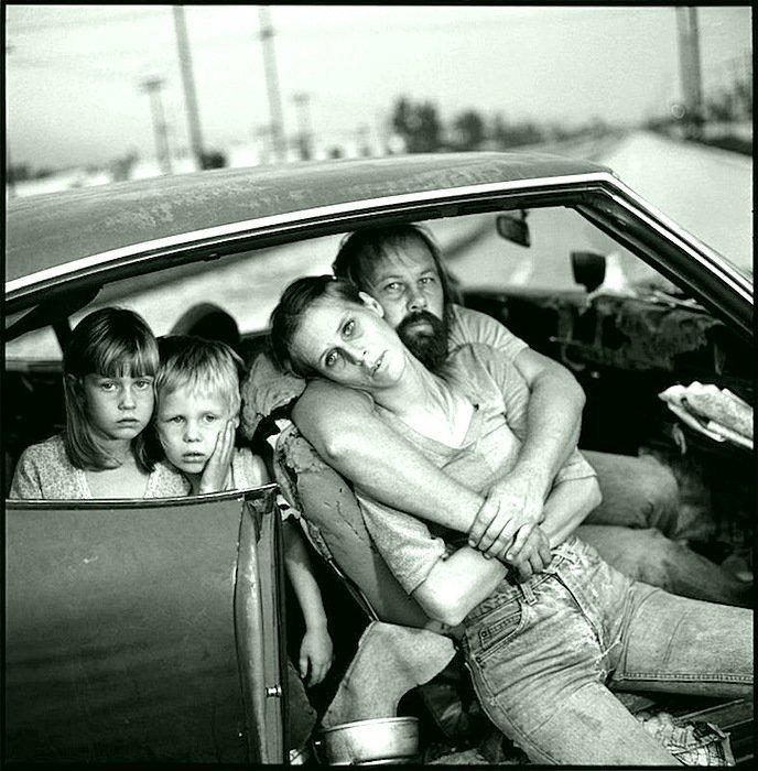 Мэри Эллен Марк - Семья Дамма в своей машине, Лос-Анджелес, Калифорния 1987 Весь Мир в объективе, история, фотография