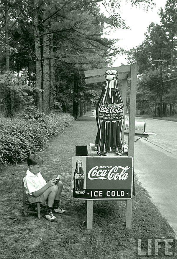 Альфред Айзенштедт - Мальчик продает Кока-Колу с придорожного стенда, Атланта 1936 Весь Мир в объективе, история, фотография