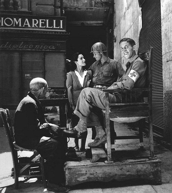 Роберт Капа - После освобождения города, Палермо, 23 июля 1943 года Весь Мир в объективе, история, фотография