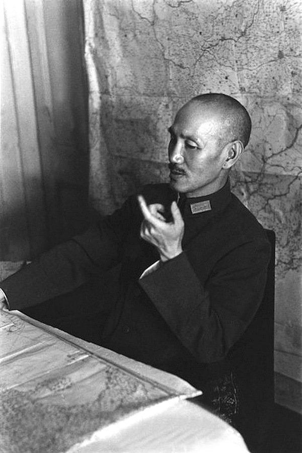 Роберт Капа - генерал Чан Кай-ши, Ханкоу, Китай 1938 Весь Мир в объективе, история, фотография