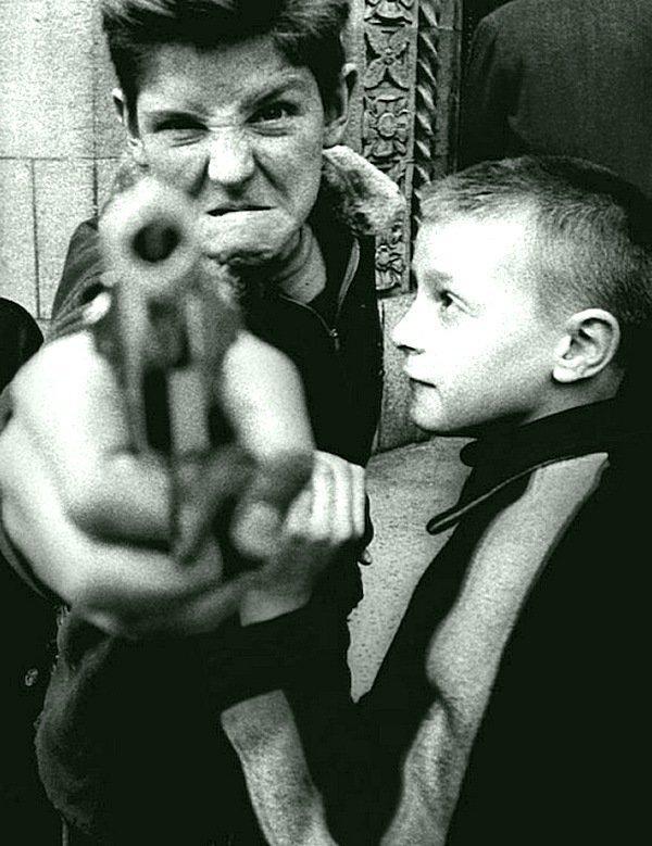 Уильям Клейн - Пистолет, Нью-Йорк 1954 Весь Мир в объективе, история, фотография