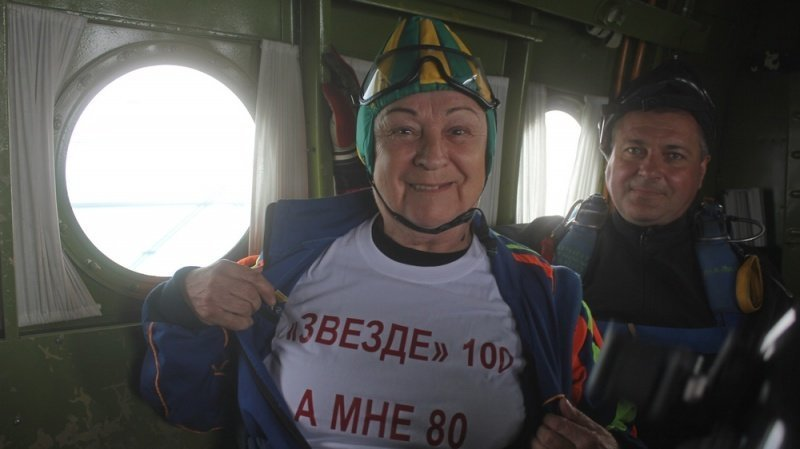 Не могла подвести и прыгнула… с парашютом в 80 лет 80 лет, ynews, новости, пенсионерка, прыжок с парашютом, экстрим