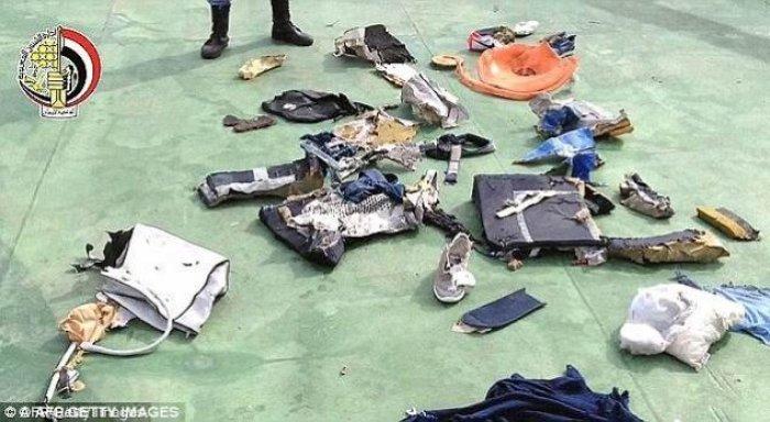 По данным следователей, обследование останков погибших при падении A320 указывает на то, что на борту произошел взрыв iphone, авиакатастрофа, взрыв, крушение, новости, расследование, самолет, трагедия