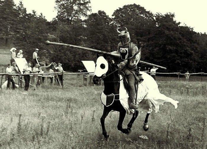 Герой Шервудского леса в фильме «Стрелы Робин Гуда», 1975 год  актеры, кадр, кино, люди, фильм, фото