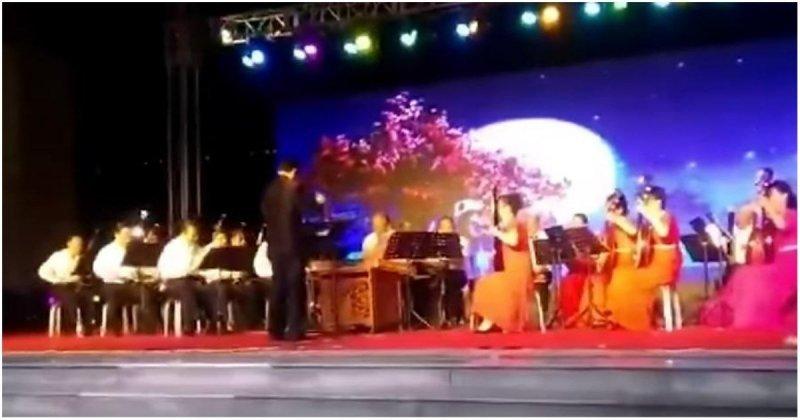 На концерте в Китае тяжелая конструкция с оборудованием рухнула на музыкантов ynews, в мире, видео, китай, музыкант, музыканты, происшествие