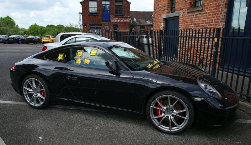 Британцу на Porsche лень показывать разрешение на парковку и он предпочитает получать штрафы parking, porsche, англия, великобритания, парковка, парковочное место, прикол, штраф