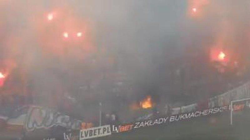 """Фанаты """"Вислы"""" случайно спалили баннер с надписью """"Мы никогда не сгорим!"""": видео Nigdy się nie wypalimy, ynews, Висла, матч, пожар"""