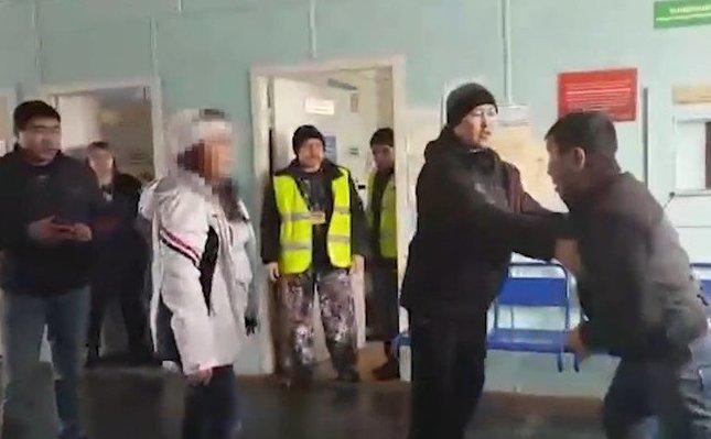 Якутянин решил пройти на борт с огнестрелом: видео ynews, огнестрел, оружие, пассажир, самолет, якутск