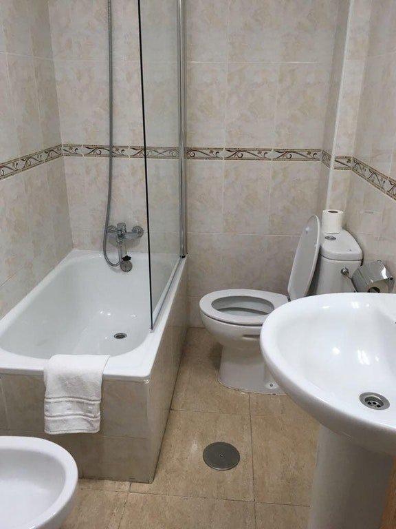 9. Ванная комната в отеле  ошибка, подборка, ремонт, строитель, туалет, ужас, унитаз