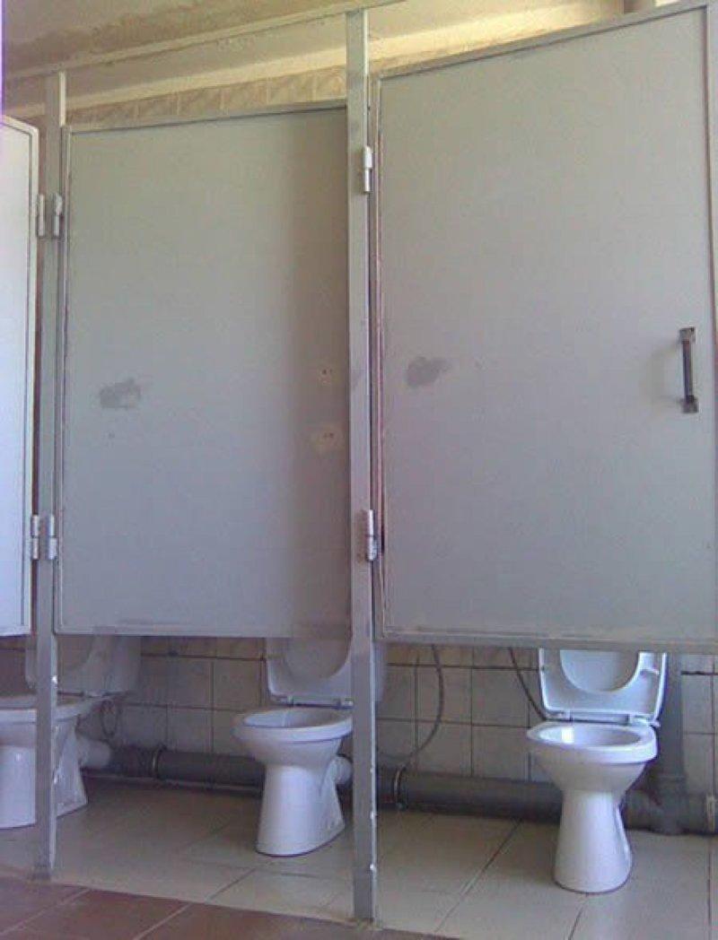 11. Двери подвели  ошибка, подборка, ремонт, строитель, туалет, ужас, унитаз