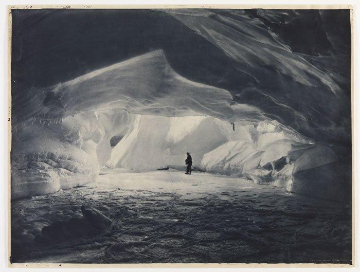 Ледяная пещера у бухты Содружества Дуглас Моусон, австралия, антарктида, изучение Антарктики, научная экспедиция, полярные исследователи, поход во льдах, фотосвидетельства