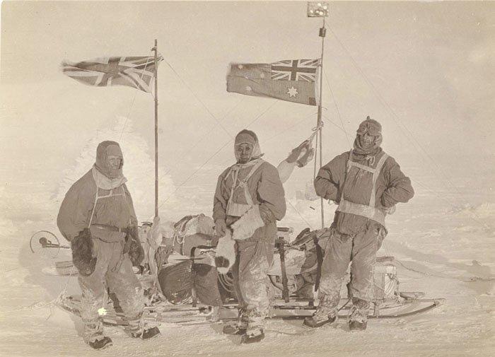 Сани  на ледяном плато Дуглас Моусон, австралия, антарктида, изучение Антарктики, научная экспедиция, полярные исследователи, поход во льдах, фотосвидетельства
